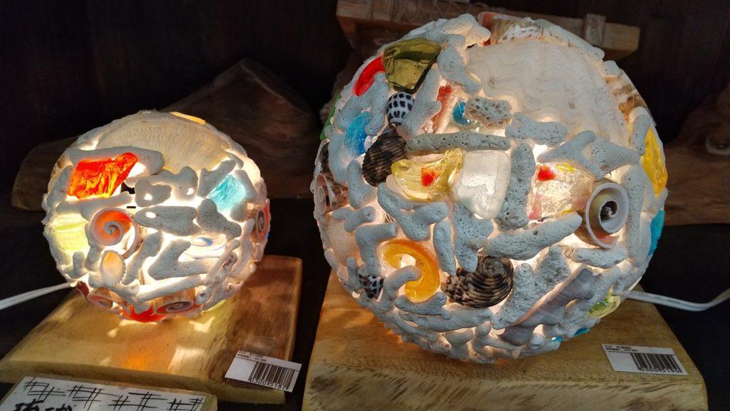 サンゴのバラス(珊瑚のかけら)で作ったランプ。