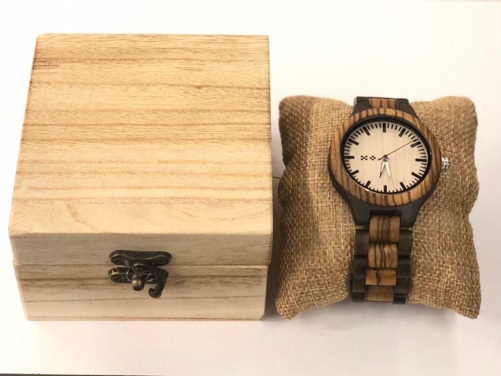 石垣島の時計ウッドウォチにミンサー柄